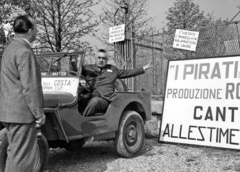 Il produttore Fortunato Misiano e Walter Bertolazzi all'ingresso dello stabilimento di posa