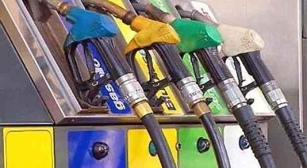 Rincari benzina e gasolio codacons