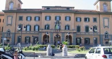 Incendio ospedale San Camillo, le fiamme si sono sviluppate nel padiglione Puddu tra il 2° e il 5° piano. Trasferiti quattro pazienti.