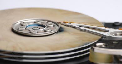 Come essere davvero sicuri di cancellare la memoria digitale presente su hard disk, cellulari, vecchi pc, device, chiavette usb, cd?