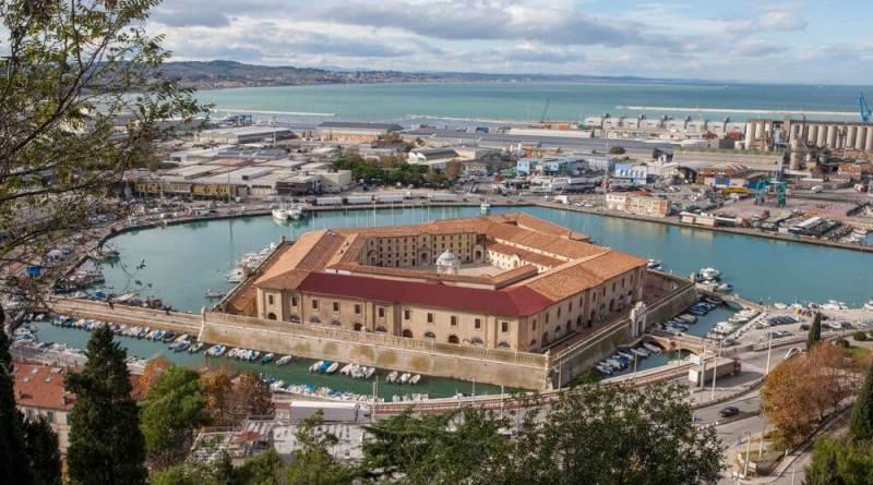Domenica 21 gennaio, alle ore 17, il Museo Tattile Statale Omero di Ancona e Apulia Land Art Festival inaugureranno la mostra Tandem.