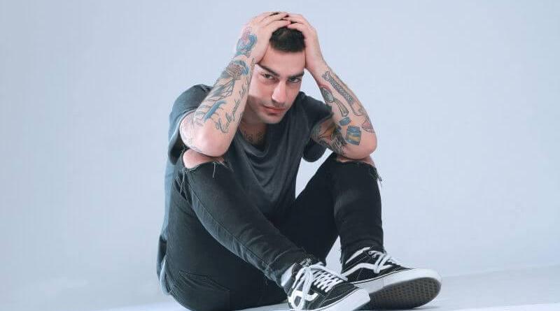 Jesto, il rapper romano con milioni di visualizzazioni su Youtube, inizia il conto alla rovescia per l'uscita del suo nuovo album, a maggio.