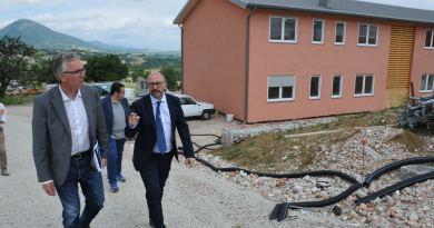 Ieri il Presidente della Regione Marche, Luca Ceriscioli, ha visitato il cantiere del nuovo Campus Universitario di Camerino, accompagnato dal Rettore Claudio Pettinari.