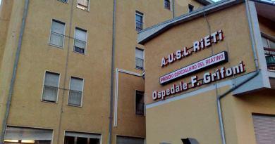 Palombini si dichiara amareggiato nel dover constatare come, quando si parla dell'ospedale di Amatrice, la città è sola contro tutti a difendere il territorio.