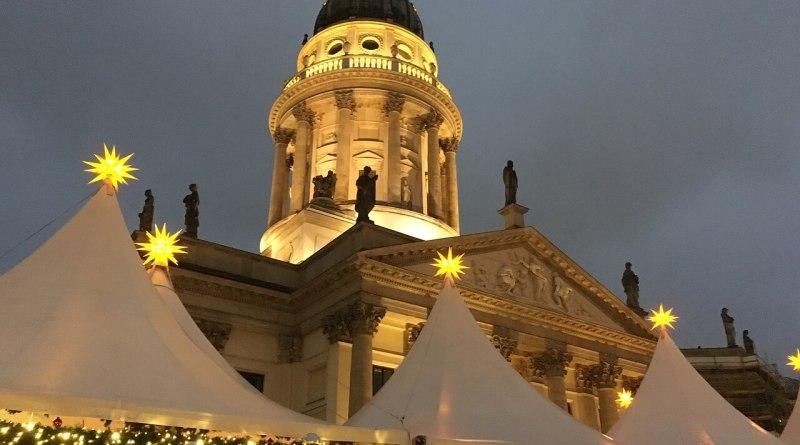 Meglio essere onesti dal principio: a Berlino in inverno fa freddo, e molto. Questo però non impedisce ai turisti di tutto il mondo di visitare la capitale della Germania a dicembre.