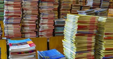 Libri scolastici, Campidoglio sigla procedura concordata con Confcommercio e Confesercenti.L'atto avrà validità triennale a partire dall'anno scolastico 2018/2019 fino all'anno scolastico 2020/2021.