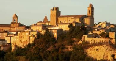 Il sindaco di Sant'Elpidio a Mare, Alessio Terrenzi, annuncia un servizio gratuito di trasporto pubblico per il weekend dedicato al ricordo dei defunti.