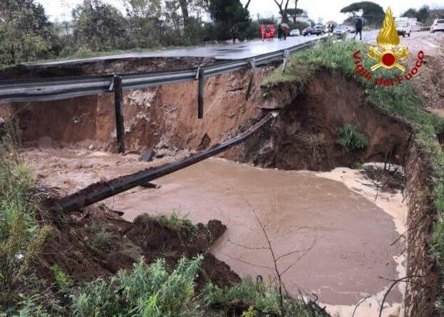 Automobilista ancora disperso nel crollo della Pontina, località San Vito.Voragine aperta alkm 97+700, San Felice Circeo.