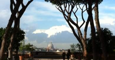 #adottailverde, Roma ti assicura il pacchetto di iniziative a sostegno del volontariato. Assicurazione, uffici e corsi.