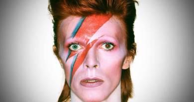 Era il 10 gennaio del 2016, quando la notizia della scomparsa di David Bowie lasciò senza fiato il mondo della musica; SenzaBarcode lo ricorda a tre anni dalla morte.