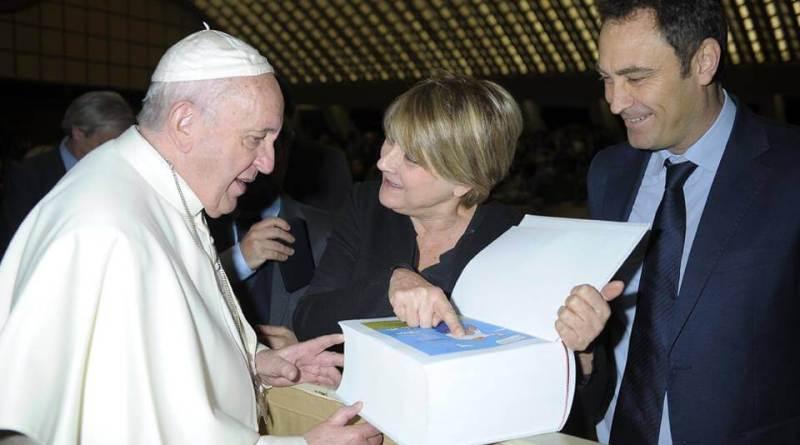 Questa mattina una delegazione di Radio Radicale composta dal Direttore Alessio Falconio e Rita Bernardini Presidenza del Partito Radicale, ha incontrato Papa Francesco.