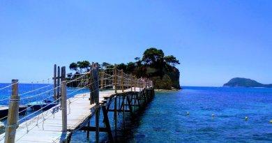 Basta dire Grecia e ci si sente già in vacanza. Relax, bellezza, filosofia, colori mozzafiato, sapori unici e genuinità. La Grecia è tutto questo, ma anche molto di più.