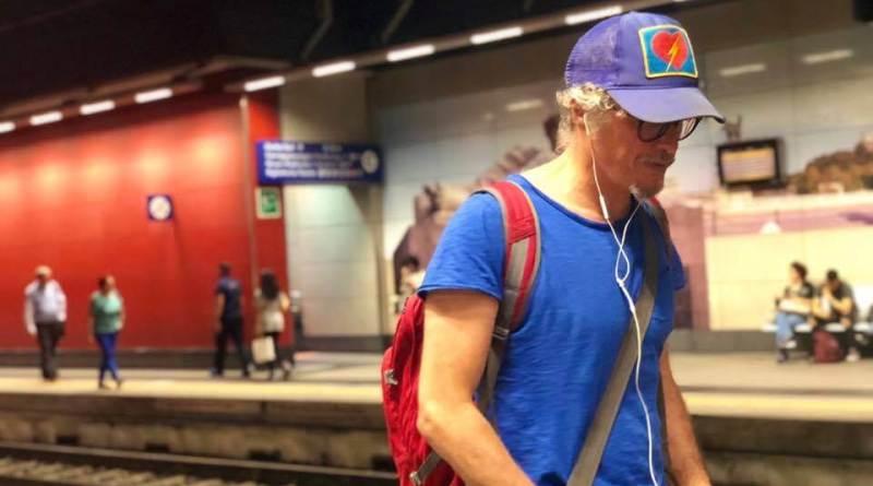 Dopo l'annunciato ritorno ai live nei teatri italiani, Niccolò Fabi rivela attraverso i suoi canali social l'arrivo di nuovi brani, dopo l'estate.