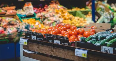 Gli ipermercati stanno vivendo una situazione complicata in molti paesi europei, Italia compresa. I negozi fisici non stanno morendo, anzi ...