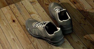Sneakers, originariamente pensate per il comfort e per le attività fisiche, non sono più considerate scarpe casual, formali.