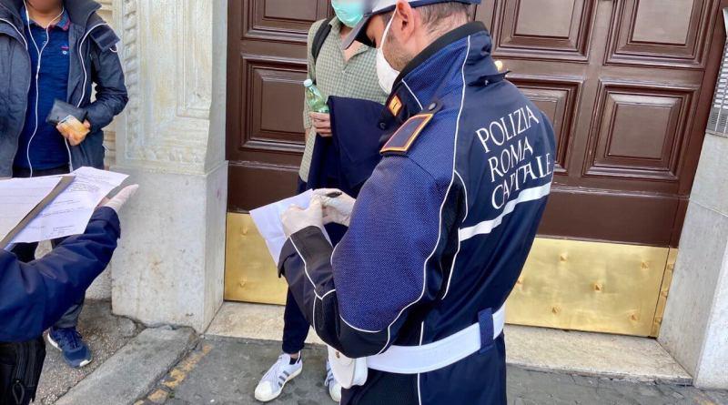 Violazioni disposizioni emergenziali, 62 illeciti riscontrati ieri dalla Polizia Locale: dalla ricerca spasmodica del lievito di birra a gente sorpresa nei parchi.