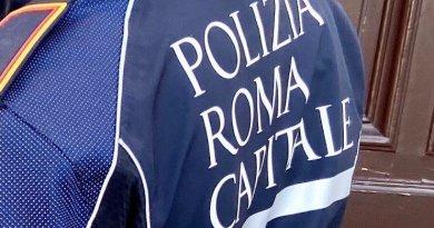 Trova somma di denaro a terra e la consegna alla Polizia Locale che lancia un appello: chi li ha persi si faccia avanti.