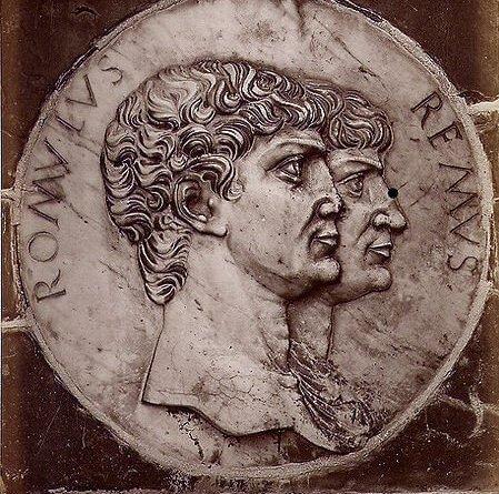 La scorsa settimana abbiamo rotto il ghiaccio approfittando della ricorrenza del 21 aprile per parlare della fondazione di Roma. Questo ci ha naturalmente portati a fare la conoscenza di Romolo, il primo re di Roma.