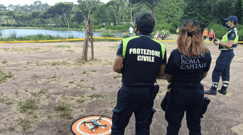 Vigilanza anti-contagio, dai parchi alle zone della movida ieri oltre 13mila verifiche della Polizia Locale: scattate sanzioni per assembramento. (Video) https://www.senzabarcode.it/2020/05/17/vigilanza-anti-contagio-droni-e-movida/