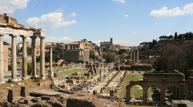 Roma indubbiamente custodisce gran parte del patrimonio artistico e culturale dell'umanità.