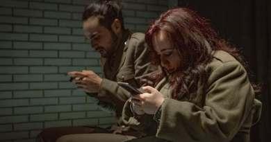 Giovedì 1 ottobre alle 21 per DOIT Festival  L'Artigogolo, in scena c'è The Hiddens, scritto da con e per Facebook. Intervista a Paolo Bruini.