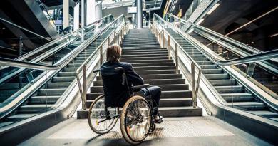 Le barriere architettoniche sono tutti quegli elementi fisici che non permettono ad una persona di raggiungere autonomamente una meta e di utilizzarla.
