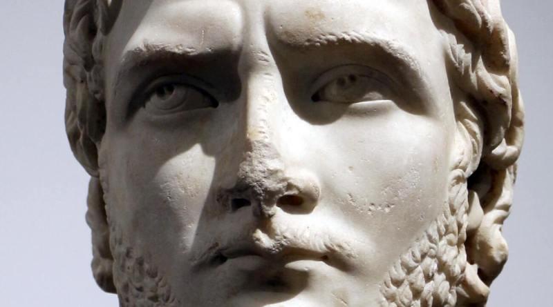 Publio Licinio Egnazio Gallieno nasce nel 218 probabilmente a Falerii, antica città dell'Etruria, corrispondente all'incirca all'odierna Civita Castellana.