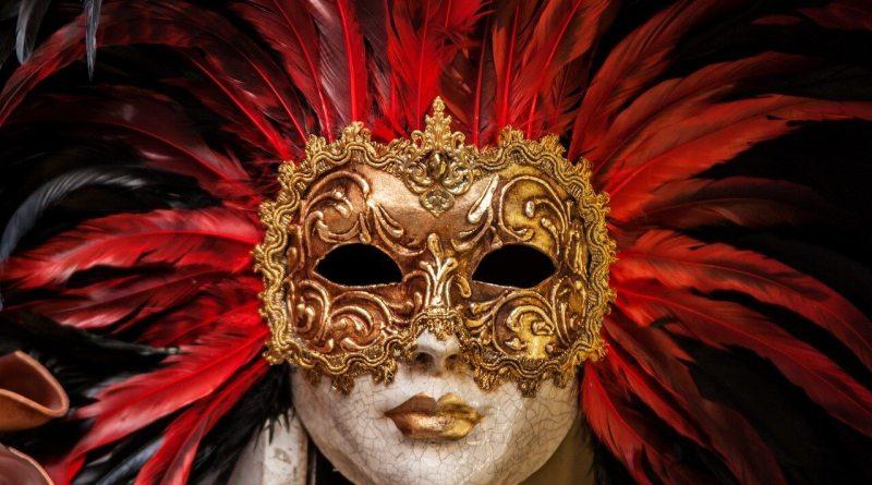 """Oggi ricorre il martedì grasso, giorno conclusivo del Carnevale: tale termine, secondo la teoria più accreditata, nasce dalla locuzione latina carnem levare, vale a dire """"togliere la carne""""."""
