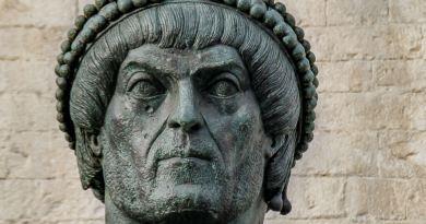 Flavio Valentiniano nasce a Cibalae, in Pannonia, corrispondente all'odierna città croata di Vinkovci, il 3 luglio del 321 d.C.