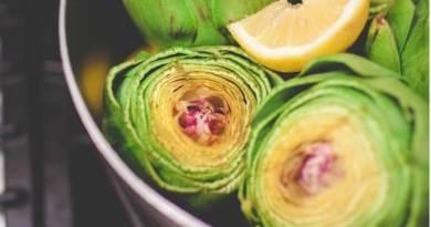 Le proprietà benefiche e i valori nutrizionali dei carciofi: scopriamo perché fanno bene e come prepararli a casa.
