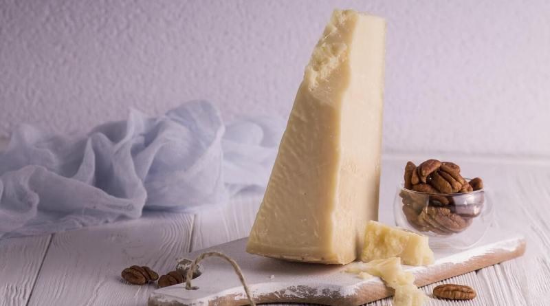Tra le eccellenze della nostra tavola, tra i prodotto più imitati, ma inimitabile. Sua maestà il Parmigiano Reggiano.