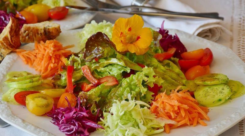 """Estate, malattie gastro-intestinali in aumento. Arriva l'Ecm Series """"Gusto è salute"""" per combatterle con la dieta mediterranea funzionale."""
