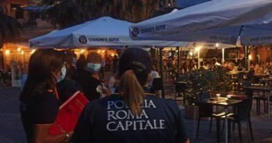 Dal Centro Storico al litorale romano controlli della Polizia Locale: chiusa temporaneamente piazza Trilussa e denunciato un gestore di minimarket sorpreso a vendere alcolici ai minori.