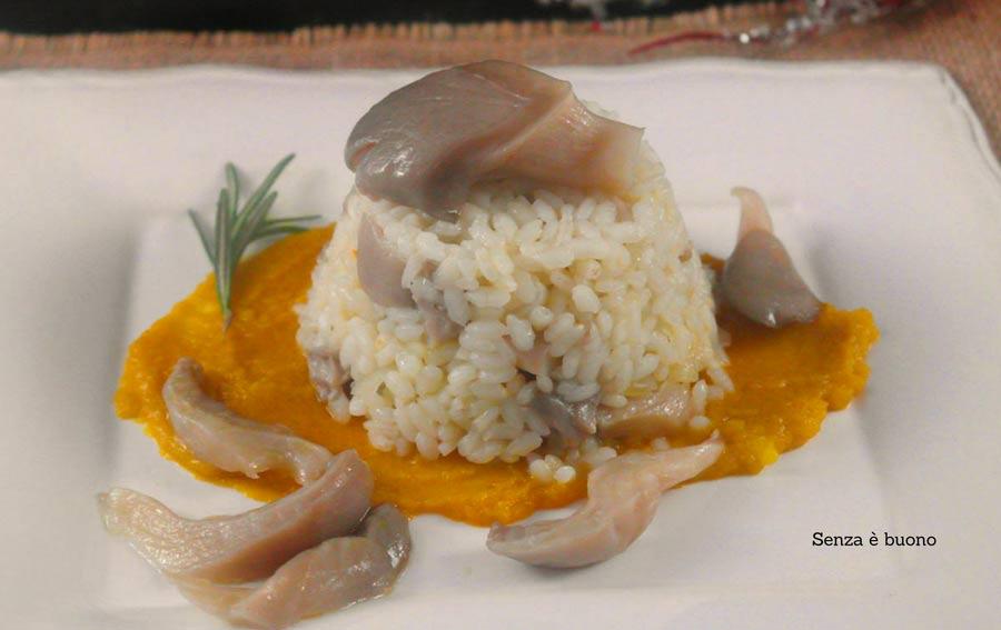 Sformatini di riso al rosmarino con funghi pleurotus su crema di topinambur e zafferano