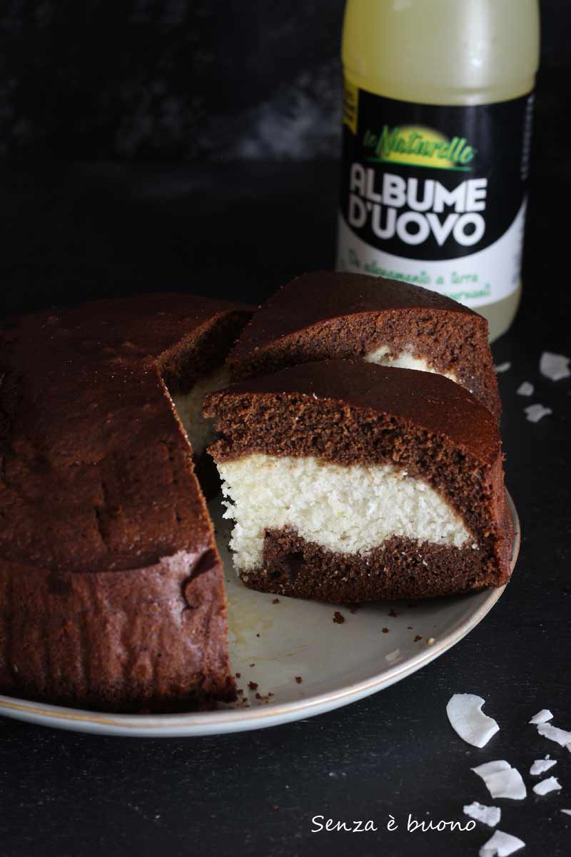 torta versata senza glutine al cacao con crema al cocco
