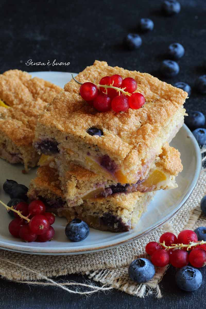 torta pesche e mirtilli senza glutine