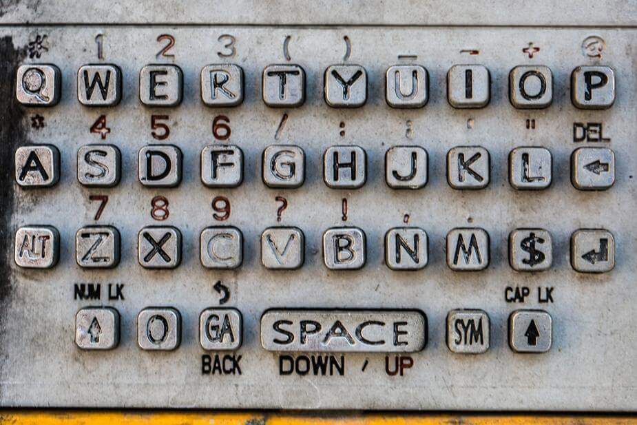 img source: https://burst.shopify.com/photos/old-payphone-keyboard?q=contact