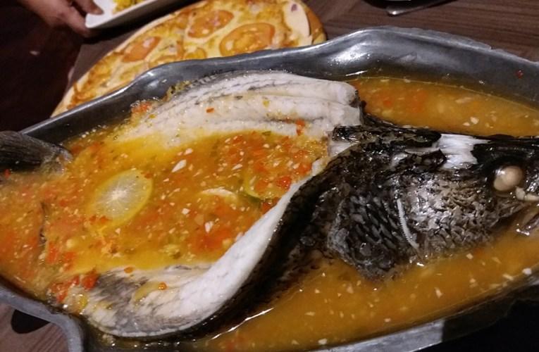 Hidangan Thai Dengan Pemandangan Cantik Di Chakri Imperial Palace Hartamas