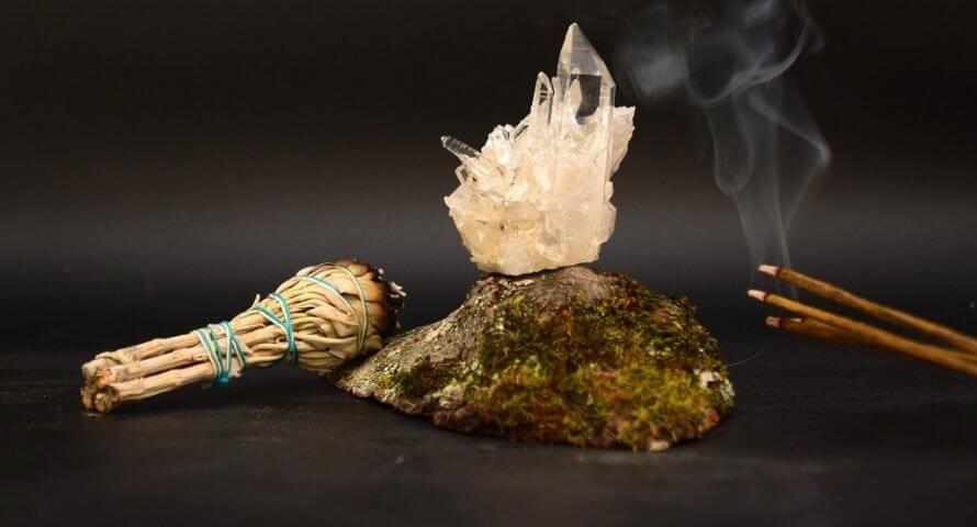 Nettoyage pierre avec encens