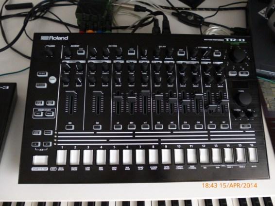 Roland TR-8 black