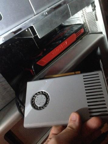 Alte GeForce 120 vorn, Radeon HD5850 eingebaut - easy - 10 Minuten Arbeit