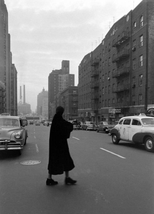 "Garbo walks.  The elusive Greta Garbo walking in New York (1955, photo by Lisa Larsen for LIFE) ""I have no plans, not for the movies, not for the stage, not for anything. I'm sort of drifting…Sometimes I put on my coat at 10 in the morning and go out and follow people. I just go where they're going. I mill around."" -Garbo, on her life after leaving Hollywood (LIFE magazine, Jan. 24th, 1955)"