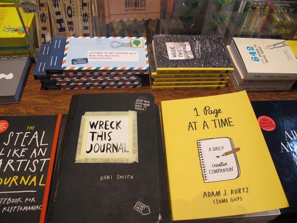 New York Public Library Shop, écriture