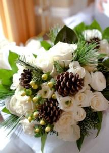 beautiful-winter-wedding-bouquets-54