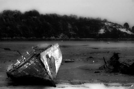 Épave dans le cimetière à bateaux - Serge Ducout - Photographie
