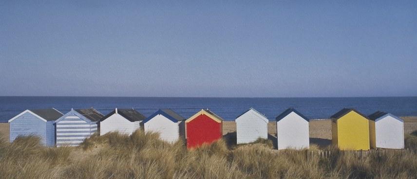 Cabanes mulitcolores sur la plage - Serge Ducout Photographie