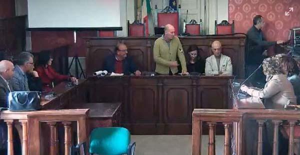 Nicosia, incontro in sala consiliare tra sindaco, dirigenti scolastici e direzione sanitaria, sull'emergenza coronavirus