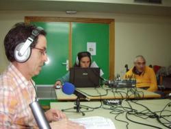 Adredistas del CAMF de Leganés emitiendo programa de radio [Clic para ampliar la imagen]