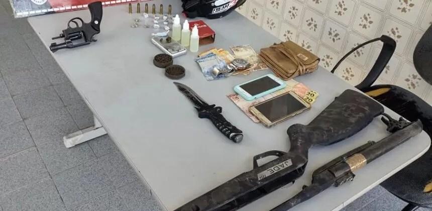 """Polícia militar apreende arma de fogo e entorpecentes durante """"Operação Verão"""" em Pombal"""