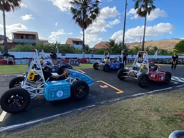 Estudantes de universidades do Ceará e da Paraíba produzem carros de corrida elétricos